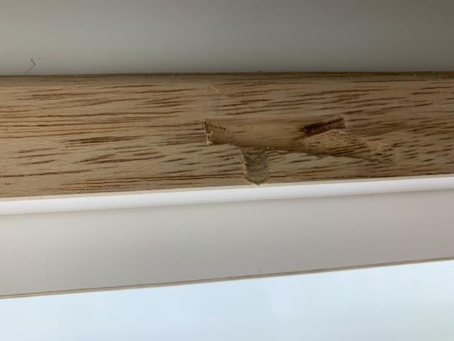 木材がえぐれてロックが掛からない状態